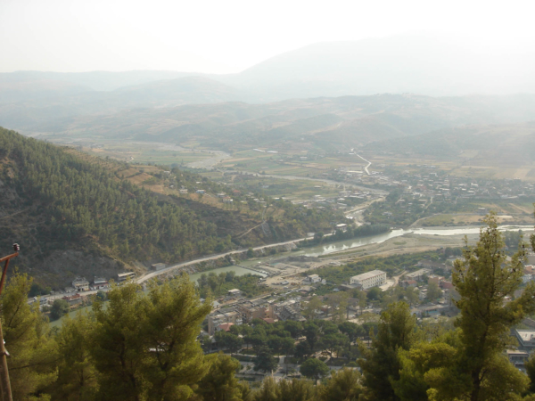 Výhled na Berati s řekou Osum.