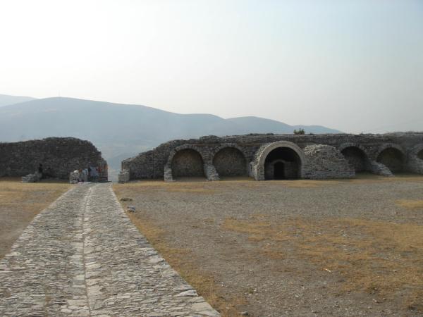 Zbytky hradeb jsou dost zachovalé.