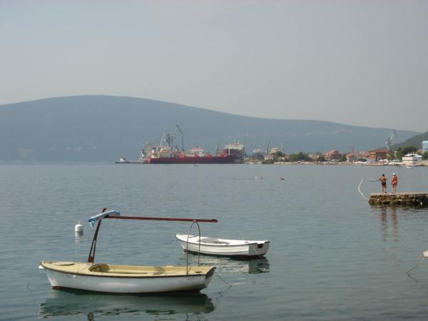 Už v Černé Hoře, u ústí Kotorské zátoky.