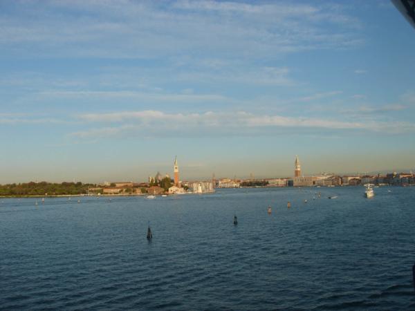 Po necelých 22 hodinách plavby vjíždíme do Benátek.