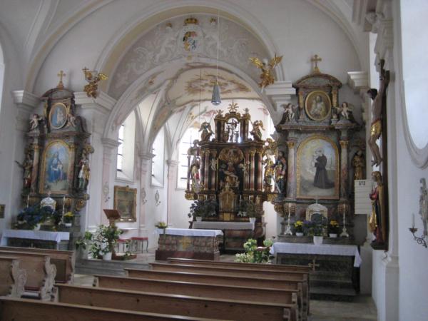 Hned vedle Gasthausu byl kostel...