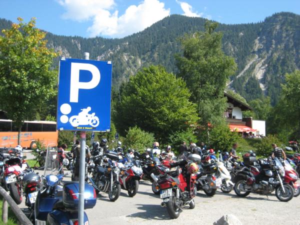 U jezera na oblíbeném motorkářském srazišti. I zde byli