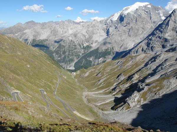 Klesání ze sedla směrem k údolí Venosty.