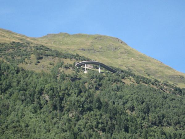 To je jedna z mála serpentin té druhé silnice co vede z Gotthard passu.