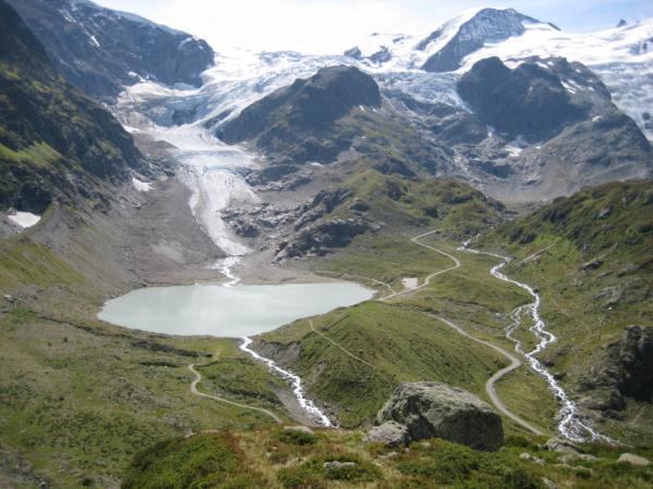 Ledovec je obrovský, jmenuje se Steingletcher a vytváří jezero - Steinsee.