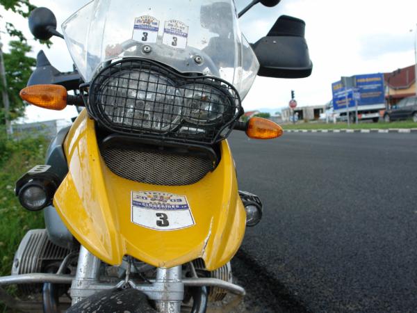 Vaškova motorka po srážce s Passatem.
