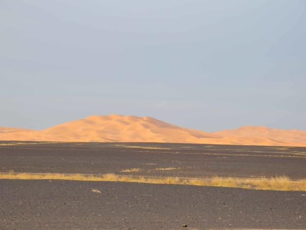 Blížíme se k dunám Erg Chebbi u Merzougy