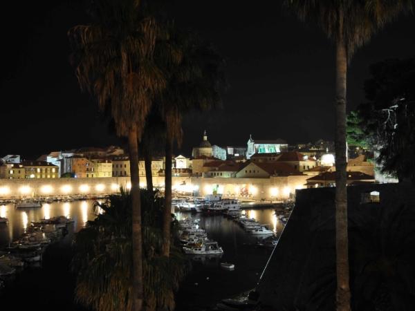Pár obrázků z nočního starého Dubrovníku.