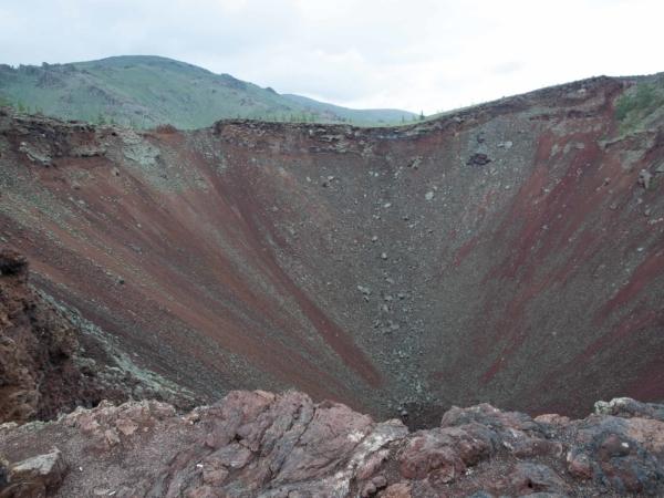 Kráter vyhaslé sopky u Bílého jezera.