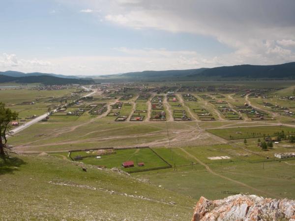 Pohled svrchu na městečko Hatgal.