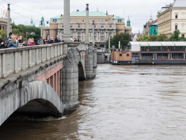 Mánesův most a Marína Grosseto.