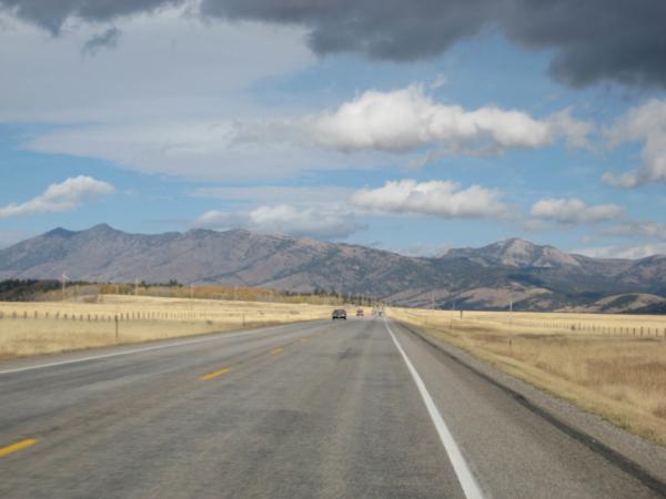 Blížíme se k západnímu vstupu do NP Yellowstone.