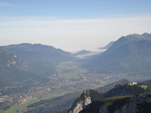 Pohled z feráty na Garmisch-Partenkirchen