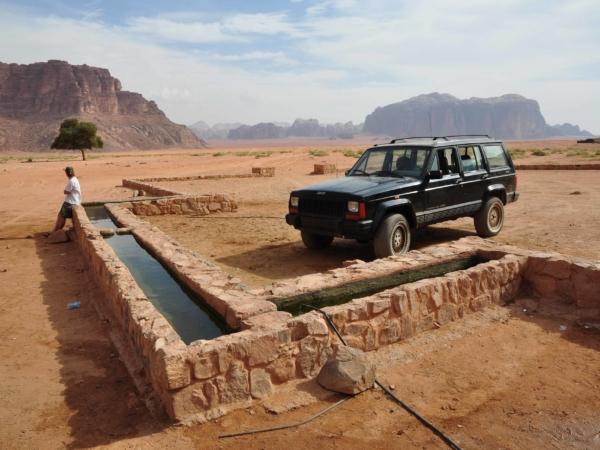 Ve Wadi Rum u pramene, kde měl základnu Lawrence z Arábie.