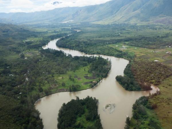Řeka Baliem ve stejnojmenném údolí.
