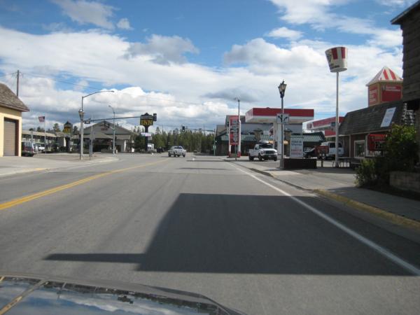Městečko West Yellowstone - je zde západní vstup do Yellowstonského NP.