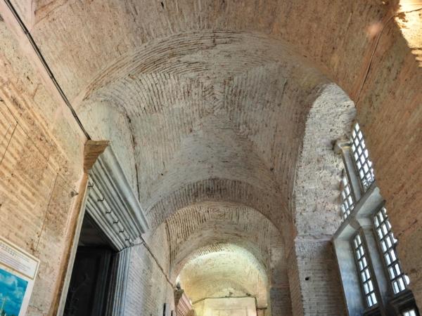 V chodbách mešity Hagia Sophia