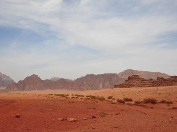 Wadi Rum sousedí s hranicí Saudské Arábie.