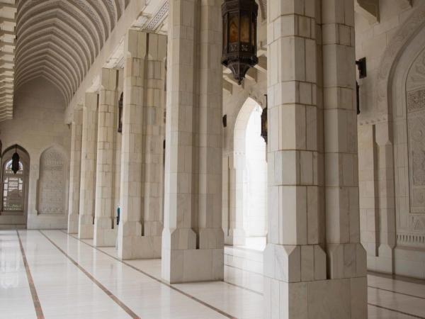 Podloubí ve velké mešitě.