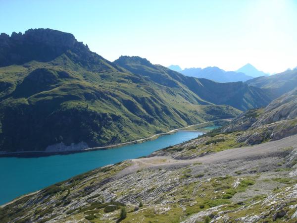 Pohled z plošiny lanovky na Lago Di Fedaia.