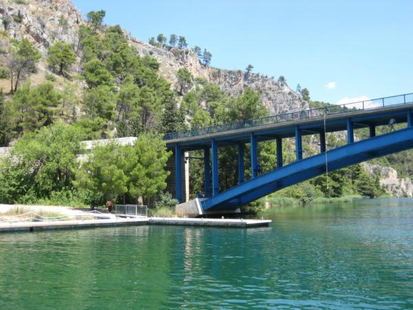 U mostu