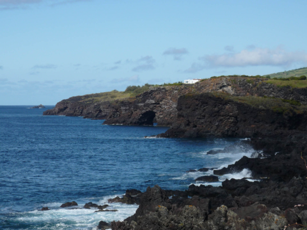 Ostrovy jsou lávového původu a pláže zde nenajdete...