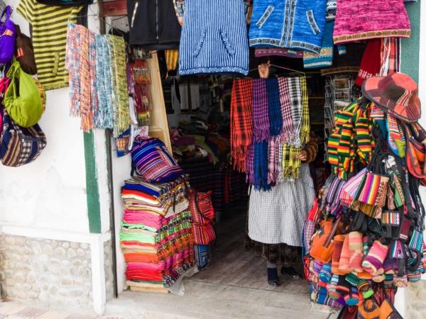 Prodejna bolivijského textilu - paní se nechtěla fotit.