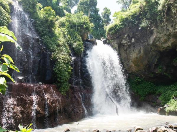Na výletě k vodopádu.