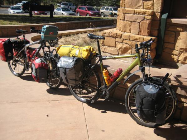 Ve Visitor centru - do parku lze přijet i na kole...