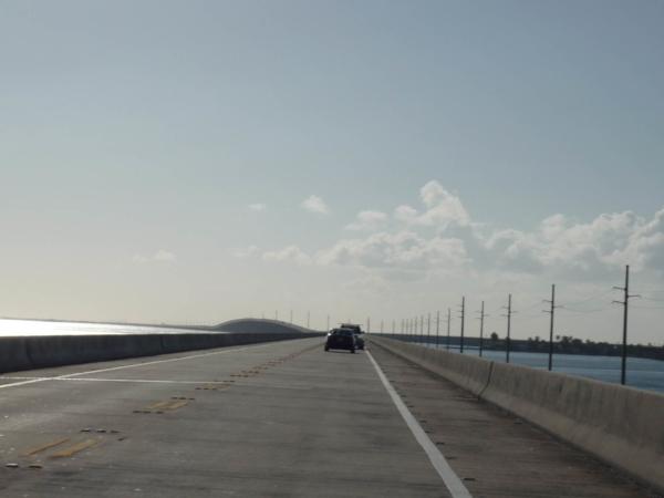 Několik kilometrů dlouhý most.