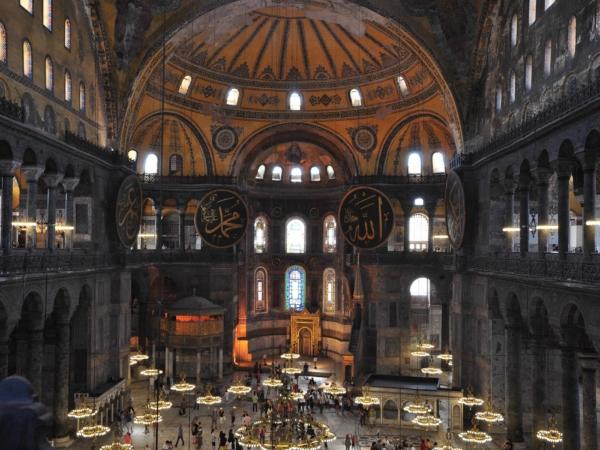 Vnitřek mešity Hagia Sophia
