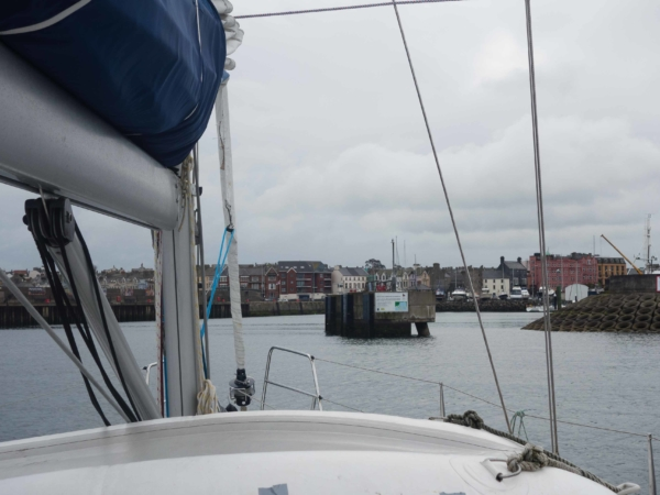 Vjezd do maríny v Bangoru.