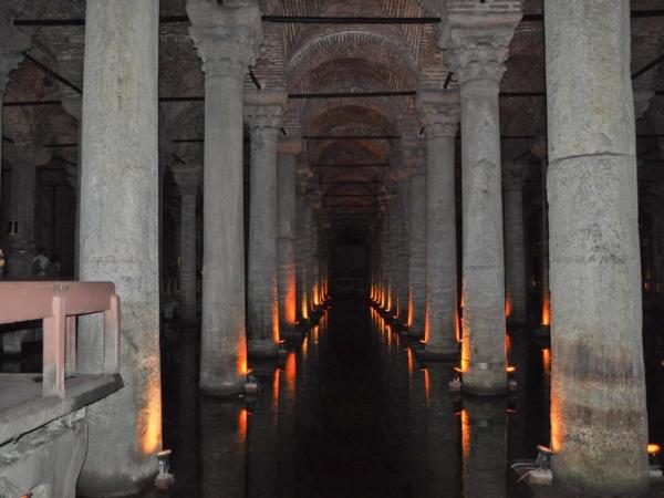 Bývalá podzemní zásobárna vody - Cisterna. Dnes už jen atrakce.