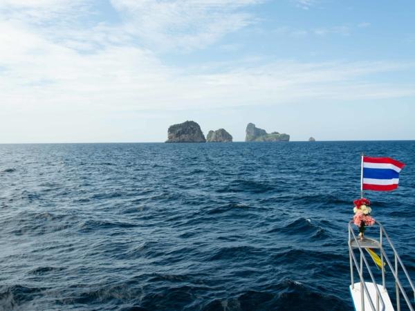 Jedeme se potápět na ostrůvky Ko Ha asi 1 hodinu plavby od Ko Lanty.