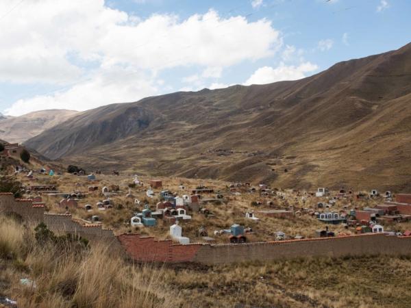 Hřbitov na La Pazem cesto do Coroico.