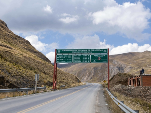 Cesta směr Coroico - části této cesty se říká Death road - cesta smrti.