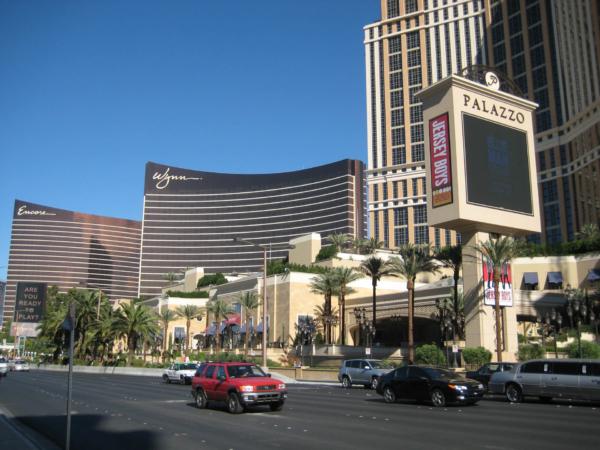 A další hotely na Las Vegaském bulváru.