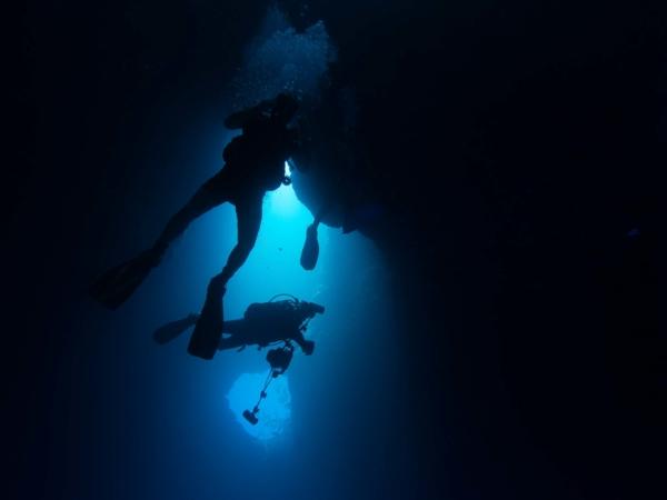 Zanořování se do jeskyně na lokalitě
