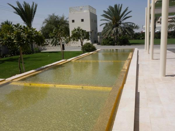 V Amouage mají bazének vykládaný zlatou mozaikou.