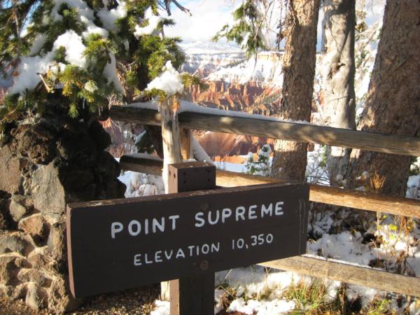 Vyhlídka Point Suprame - název mluví za vše... Výška cca 3150 m.
