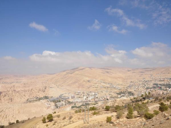 A to už je nějakých 100 km od Wadí Rum a 150 km od Akaby městečko Petra.