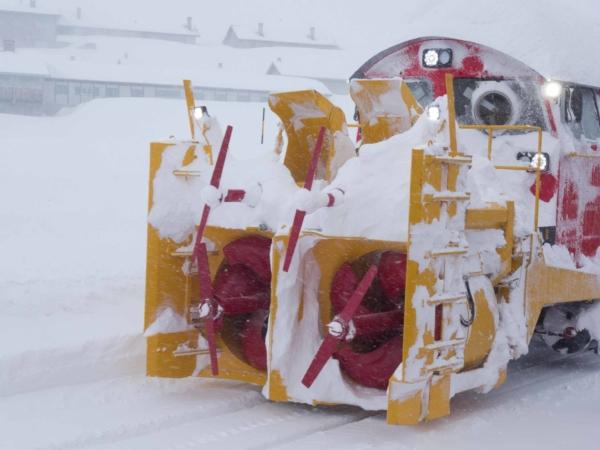 Sněhová fréza na lokomotivě.