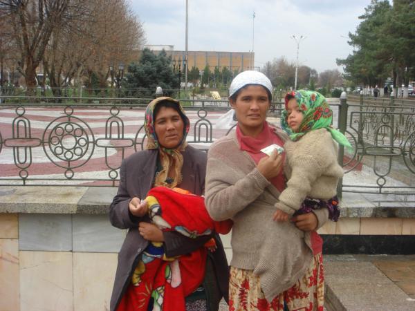 Žebrající Uzbečky.