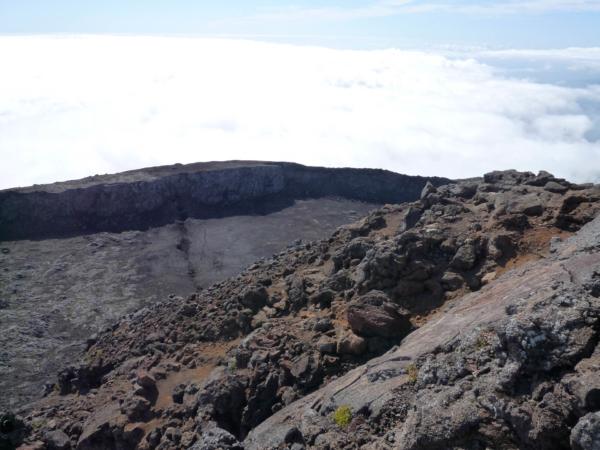 Kráter z vrcholu.