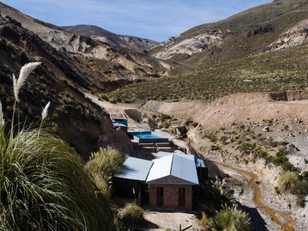 Termální lázně Jurasí pár kilometrů nad Putre. Výška 4100 m.