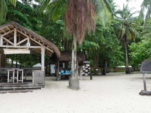 Chatičky pro piknik na ostrově Pandan.