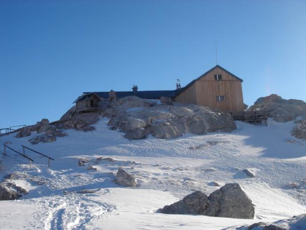 Simony Hütte, chatař je Nepálec.