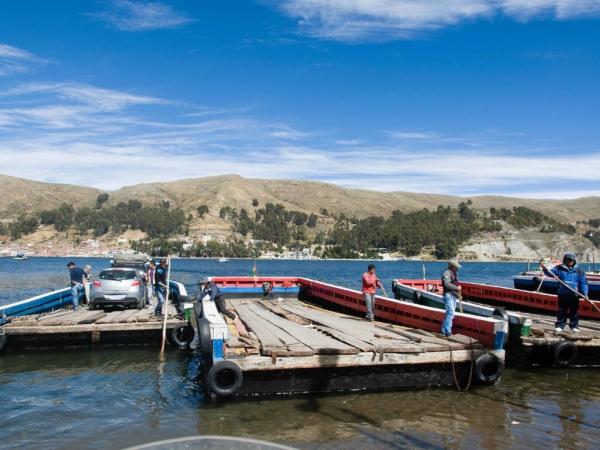 Přívoz přez jezero Titicaca v nejužším místě.