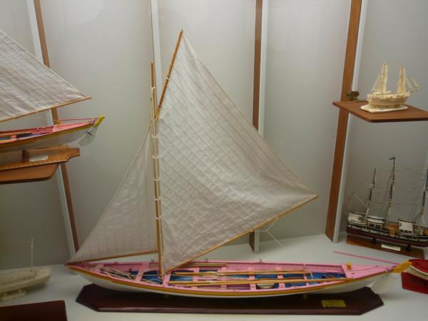 Model velrybářské lodi i s plachtovím.
