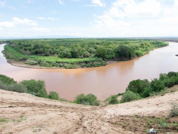 Meandr řeky Omo poblíž Karo.